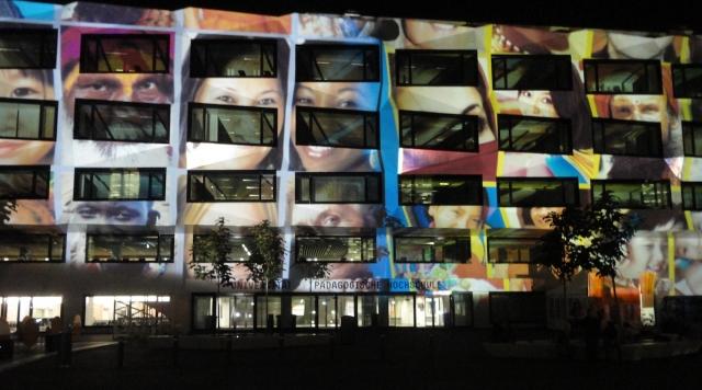 Lichtshow am neuen Gebäude der Uni Luzern