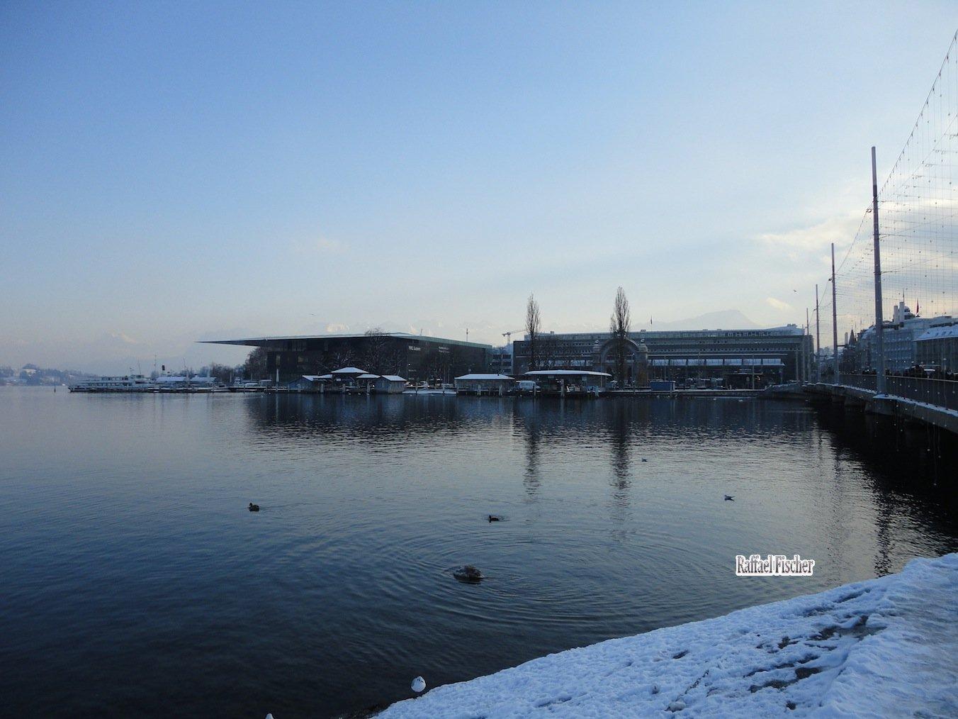 KKL und Bahnhof mit Schneedecke