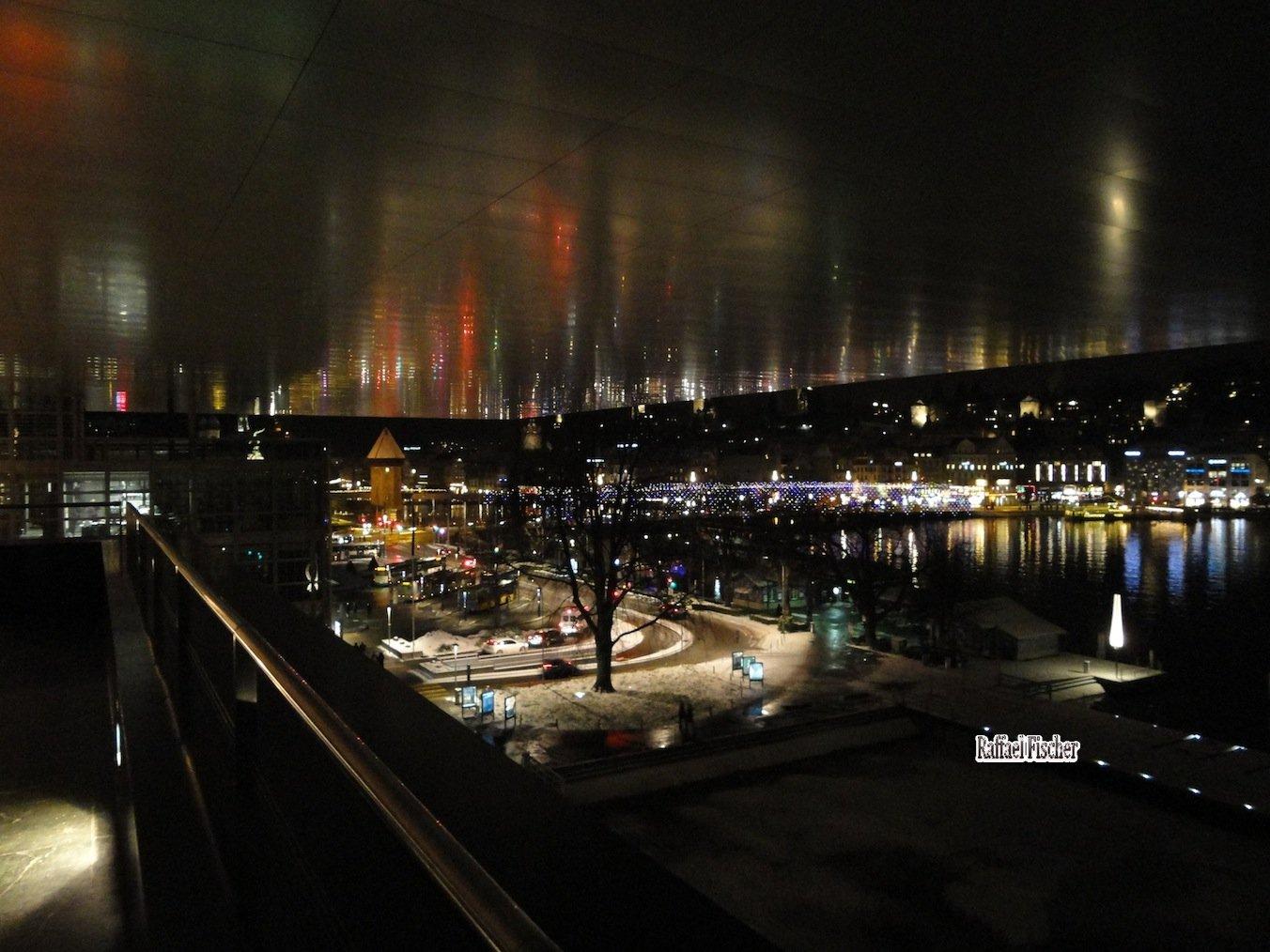 Luzern bei Nacht unter dem KKL-Dach