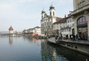 Jesuitenkirche & Reusssteg (Fasnacht)