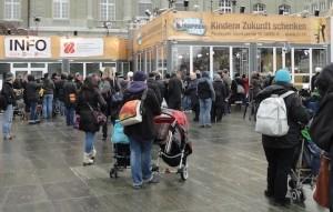 Jeder Rappen zählt - auf dem Bundesplatz in Bern (15.12.)